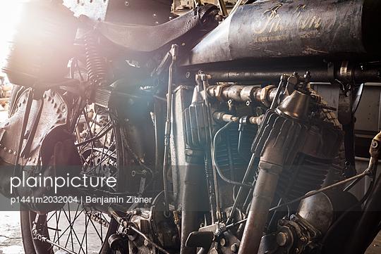 Altes Motorrad - p1441m2032004 von Benjamin Zibner