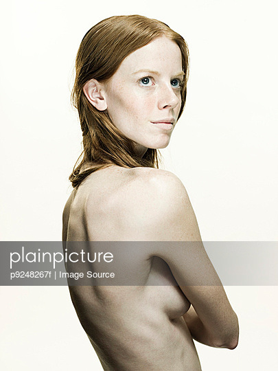 Nude young woman - p9248267f by Image Source