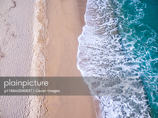 Aerial view of waves on a beach - p1166m2090637 by Cavan Images