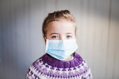 children mouthguard - p312m2174413 by Anna Johnsson