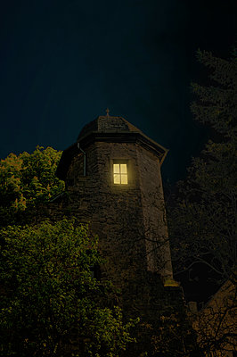 Licht im Turmzimmer - p470m1110886 von Ingrid Michel