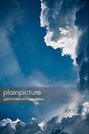 Gewitterwolken über Kronberg - p227m1589152 von Uwe Nölke