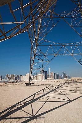 Strommast, Dubai, Vereinigte Arabische Emirate - p1316m1160660 von Harald Eisenberger