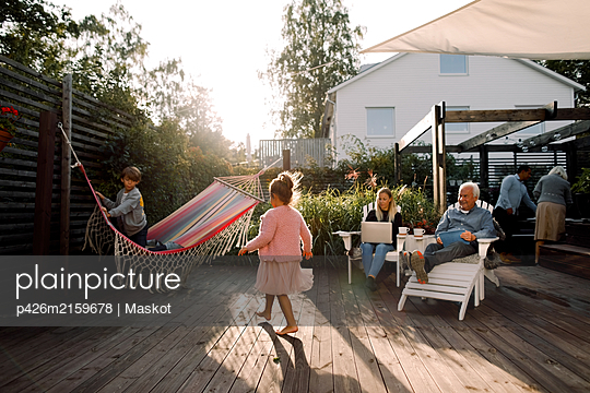 Multi-generation family spending leisure time in backyard during weekend - p426m2159678 by Maskot