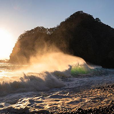 Sea stack by the beach in Izu Peninsula, Shizuoka Prefecture, Japan - p1166m2246703 by Cavan Images