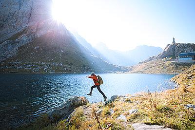 Bergsee bei Sonnenschein - p1396m2045681 von Hartmann + Beese