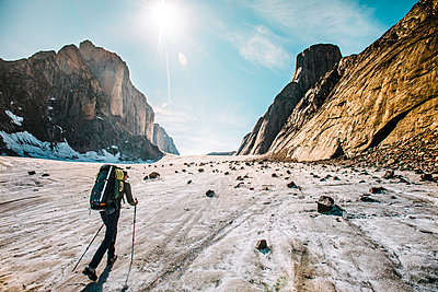 Rear view of mountaineer exploring glaciers and mounatins. - p1166m2189728 by Cavan Images