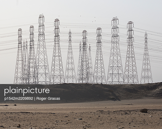 Electric towers in the Kuwaiti desert  - p1542m2209892 by Roger Grasas