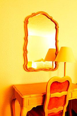 Hotel room - p045m816862 by Jasmin Sander