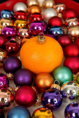 Tangerine as christmas ball - p451m2133735 by Anja Weber-Decker