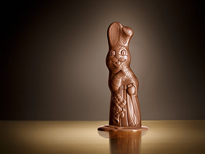 Chocolate bunny with Christmas accessories - p851m1116270 by Lohfink
