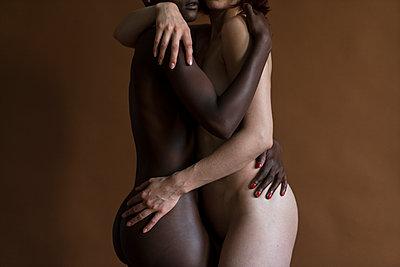 Lesbisches Paar - p427m1464915 von Ralf Mohr