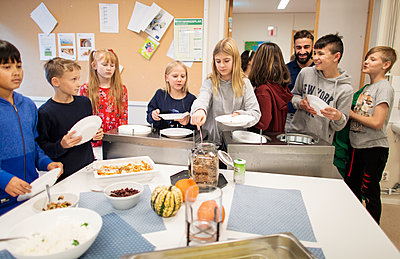 Children choosing food in school canteen - p312m2191278 by Scandinav