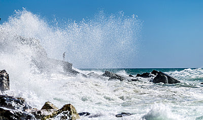 Waves breaking on rocky shore - p393m1044462 by Manuel Krug