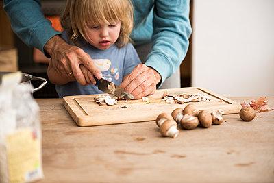 Kochen lernen - p941m1182104 von lina gruen