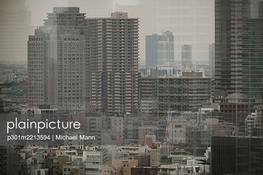 Tokyo buildings and cityscape, Japan - p301m2213594 by Michael Mann