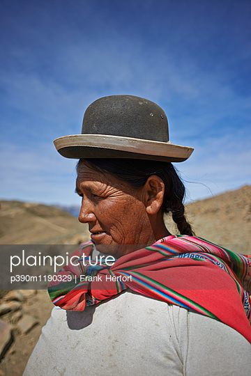 Portrait of Bolivian woman  - p390m1190329 by Frank Herfort
