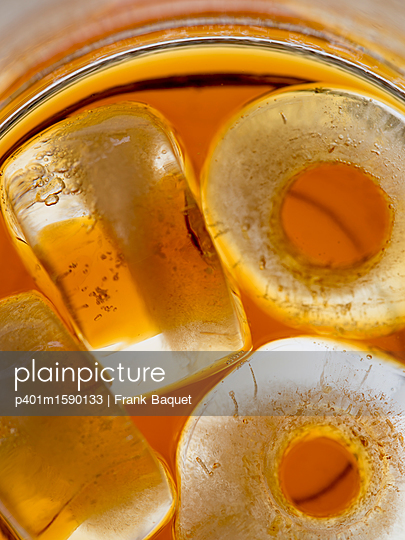 plainpicture - plainpicture p401m1590133 - Cold brewed coffee - plainpicture/Frank Baquet