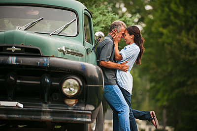 Couple kissing by truck outdoors - p555m1454121 by Mark Edward Atkinson/Tracey Lee