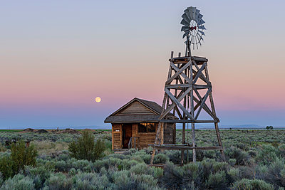 USA, Oregon, Fort Rock, Western Village at the Homstead Museum - p651m2007225 by Christian Heeb