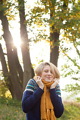 Girl with yellow scarf - p981m754498 by Franke + Mans