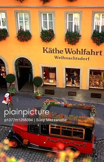 Kathe Wohlfahrt Christmas shop - p1377m1268394 by Susy Mezzanotte