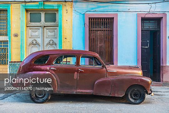 Repaired vintage car, Havana, Cuba - p300m2114370 von hsimages