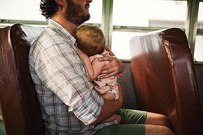 Unterwegs mit Daddy - p1361m1477222 von Suzanne Gipson
