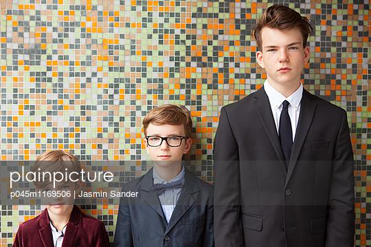 Drei Brüder - p045m1169506 von Jasmin Sander
