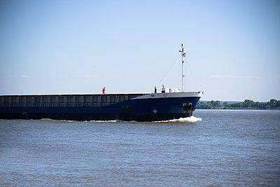 Ship - p1076m1028001 by TOBSN