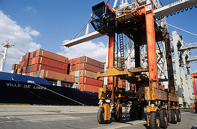 Container Yard - p3190012 by Elbe&Flut
