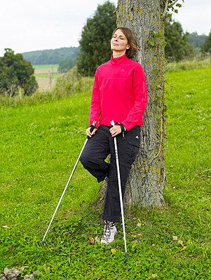 Frau beim Nordic Walking  - p6430104 von senior images