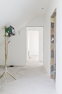 Construction site of an apartment - p300m1166829 by Sarah Kastner