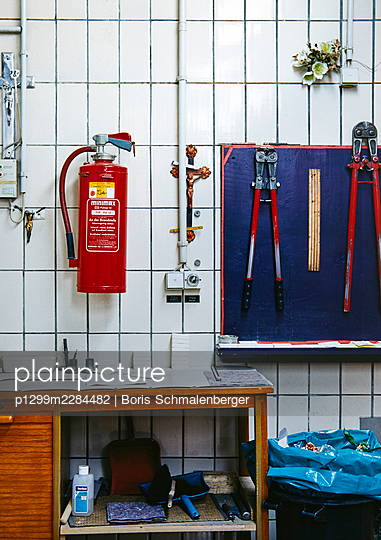 Krematorium, Ausstattung, Geräte - p1299m2284482 von Boris Schmalenberger