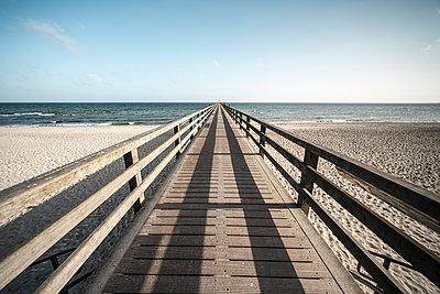 Seebrücke von Boltenhagen im Winter - p1162m1510690 von Ralf Wilken