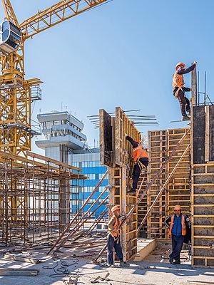 Betonbauer bei der Arbeit - p390m2076211 von Frank Herfort
