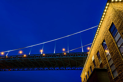 Low angle view of Alvsborg Bridge, Gothenburg, Sweden - p575m841376f by Mikael Svensson