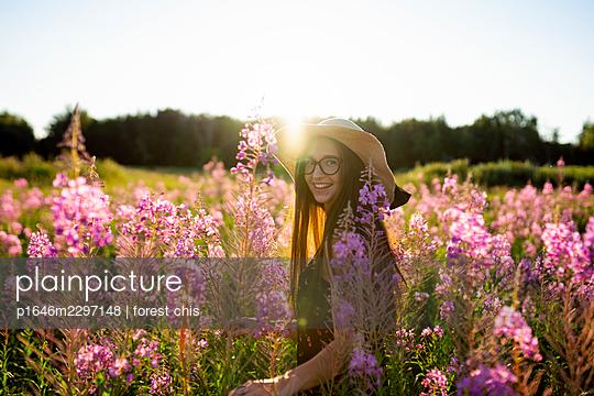 Woman on a flower meadow, portrait - p1646m2297148 by Slava Chistyakov