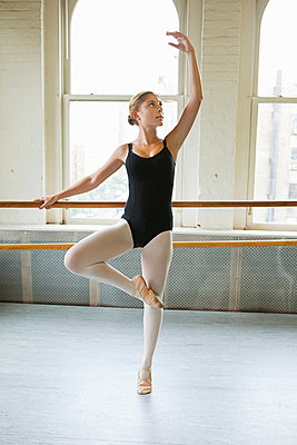 Ballerina in pose - p9245547f by Image Source