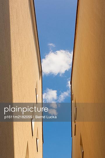 p1611m2182055 by Bernd Lucka