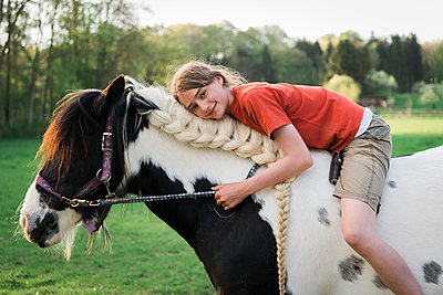 Girl horse-riding  - p1437m1586587 by Achim Bunz