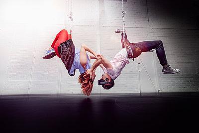 Modern aerialist dancers hanging - p301m2075719 by Sven Hagolani