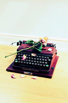 Alte Schreibmaschine - p432m901692 von mia takahara