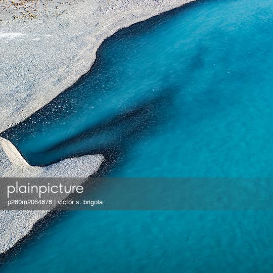 Flussufer - p280m2064878 von victor s. brigola