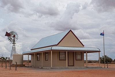 Haus im Outback - p1170m1004565 von Bjanka Kadic
