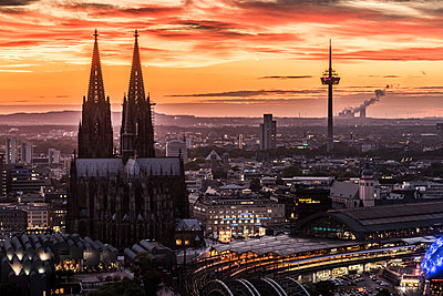 Cologne Cathedral in the sunset - p401m1207769 by Frank Baquet