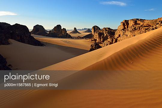 Algeria, Sahara Desert, Tassili N'Ajjer National Park, Timghas, View over Timras - p300m1587565 von Egmont Strigl