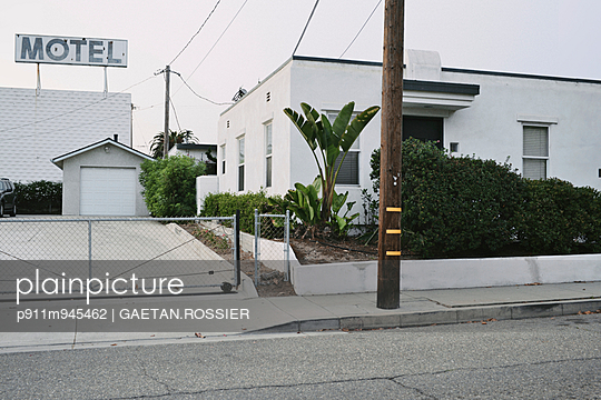 MOTEL - p911m945462 by Gaëtan Rossier