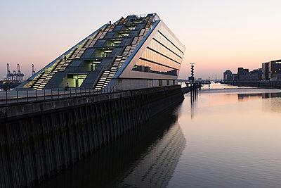 Hafengebäude - p1088m1207346 von Martin Benner
