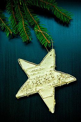 Star made of bark - p533m955747 by Böhm Monika